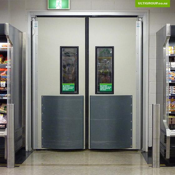 4500-series-doors-ulti-door-systems-thermal-swing-doors